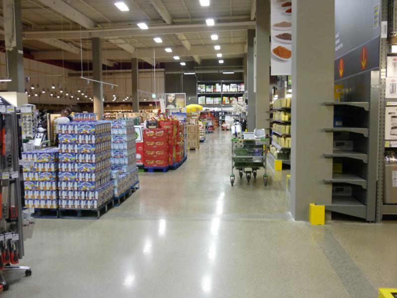 Beratung zu einem Betonboden im Fegro-Markt in Gersthofen