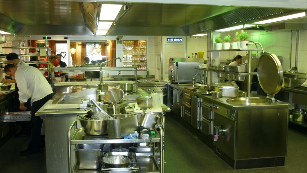 Gutachten zu einer Fleckenbildung in der Beschichtung einer Restaurantküche