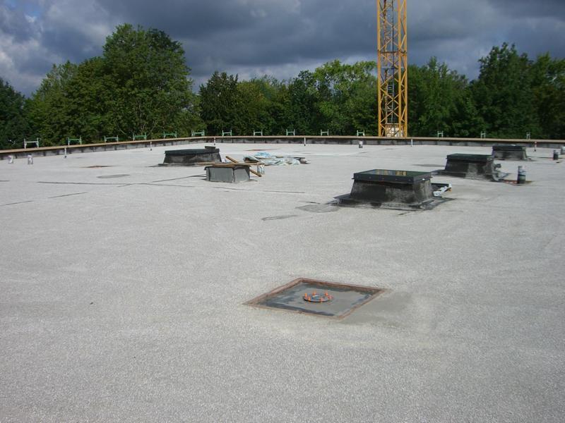 Beurteilung eines Leichtestrichs auf einem Flachdach in Günzburg