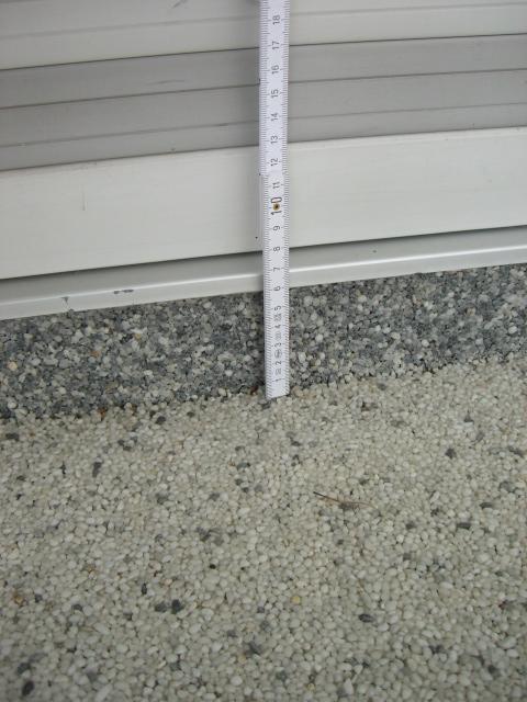 Beurteilung eines Quarz-Kiesel-Bodens auf einem häuslichen Balkon