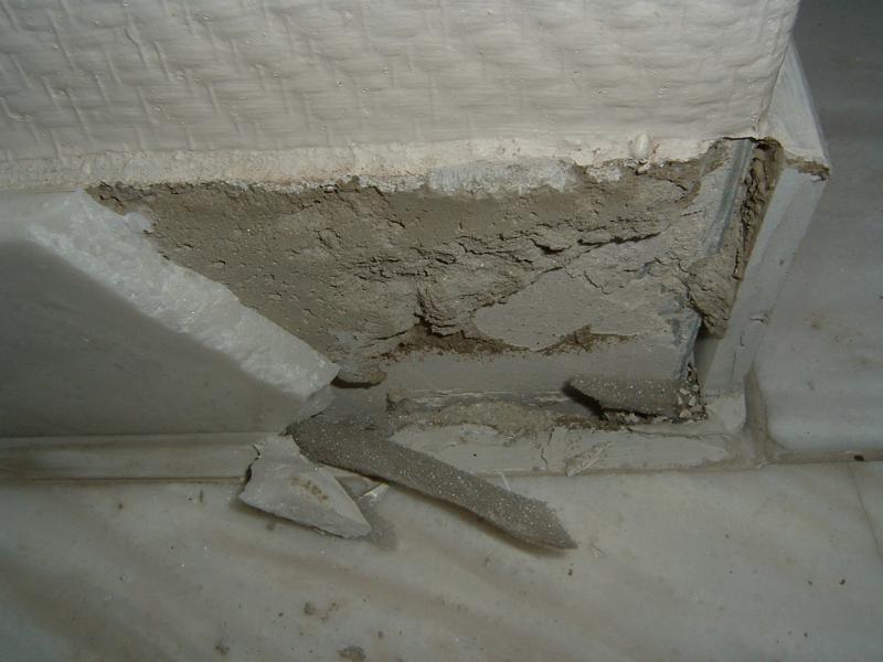 Feststellung von Mörtelbrücken im Randbereich in einem Privathaus in Neu-Ulm