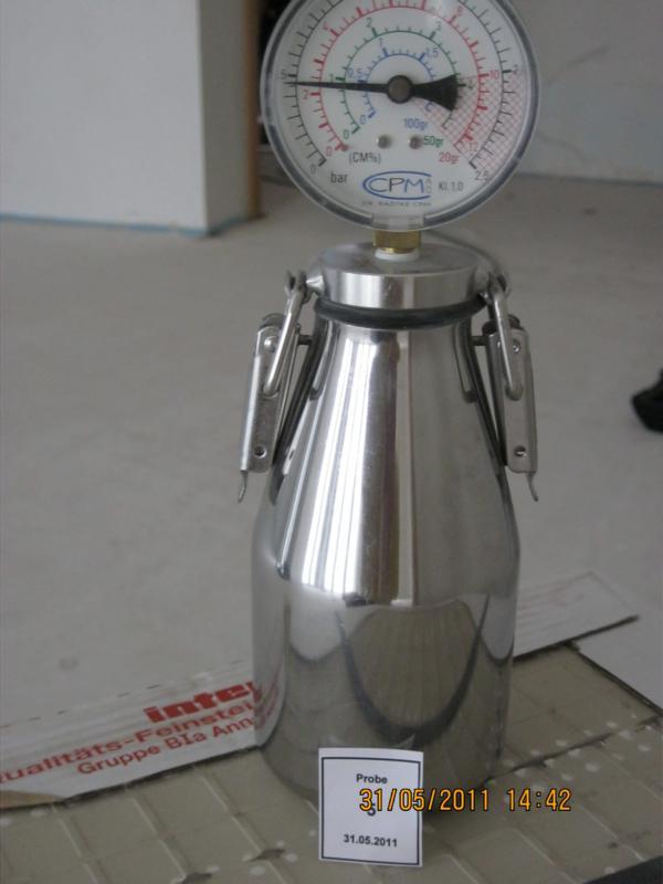 CM-Messung eines Fließestrichs in einer Wohnanlage in Stuttgart
